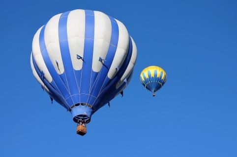 hot-air-balloon-1718514_1920.jpg